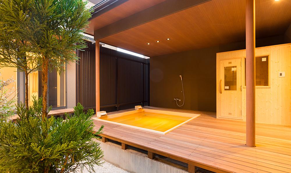 高級旅館のような佇まいの露天風呂